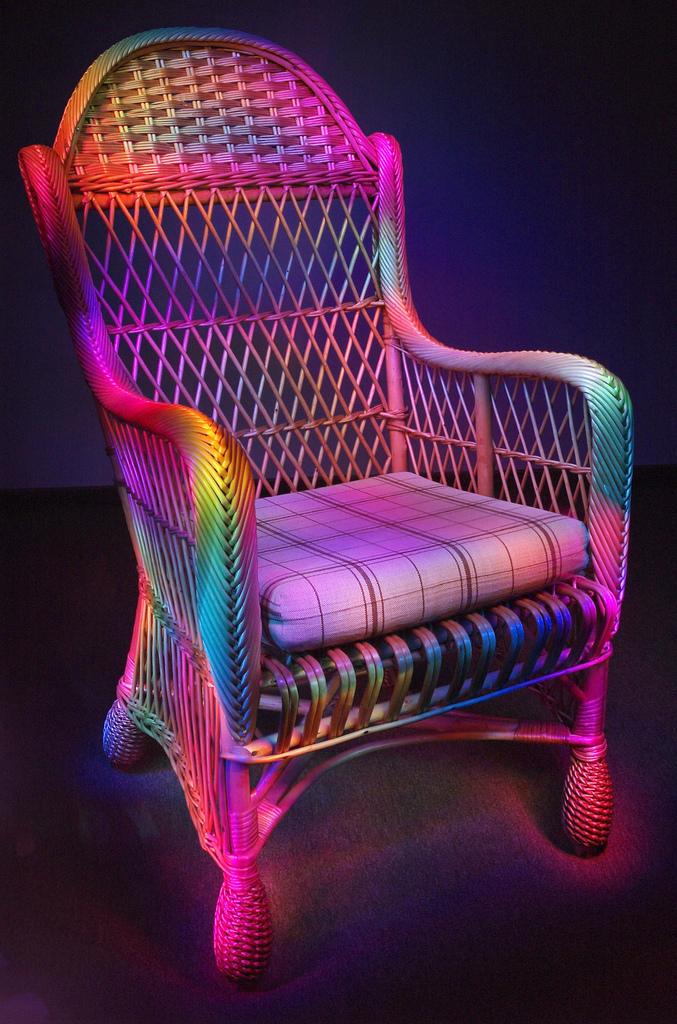 Tęczowe krzesło