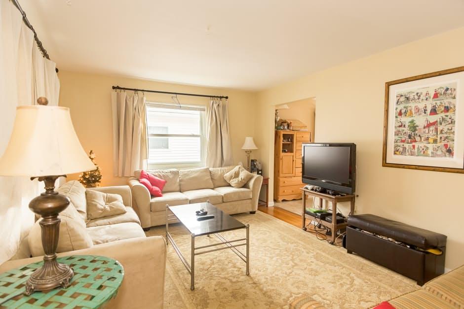 W jaki sposób proste zmiany w aranżacji mieszkania mogą dobrze wpływać na zimową chandrą?