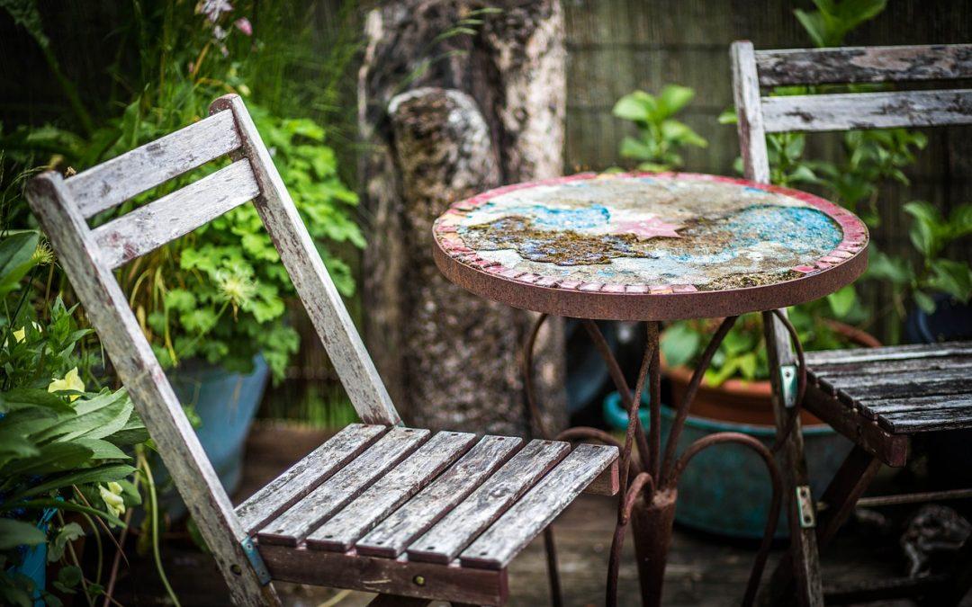 Strefa wypoczynkowa w ogrodzie – jak ją zaaranżować?
